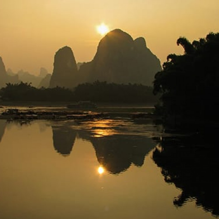 Chase | China - H3253 Karst peaks on Li River in Xingping