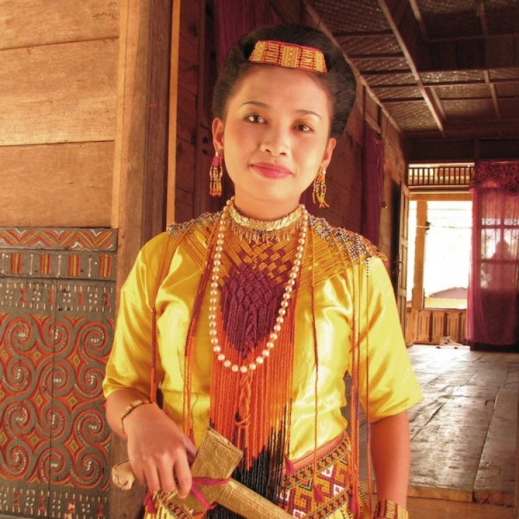 Chase | Sulawesi - H-IMG_2564 Traditional Dress
